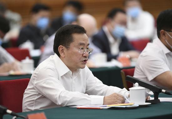 童朝晖在座谈会上发言。新华社记者 殷博古 摄