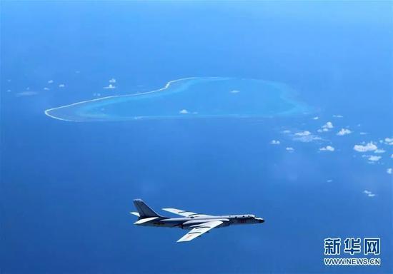 ▲资料图片:空军轰-6K飞机在黄岩岛等岛礁附近空域巡航。(新华社)