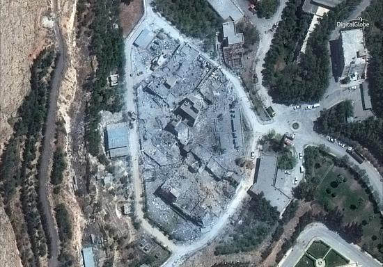 """""""数码地球""""的WorldView-3卫星今年4月拍到叙利亚大马士革一处科研中心被联军空袭后的图像 图源:""""数码地球"""""""