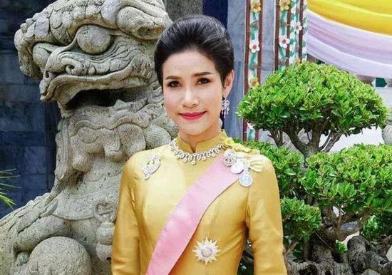 泰妃在位3个月被剥夺全部头衔:对国王不忠(图)