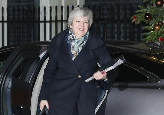 特蕾莎·梅乐容满面回到唐宁街首相府