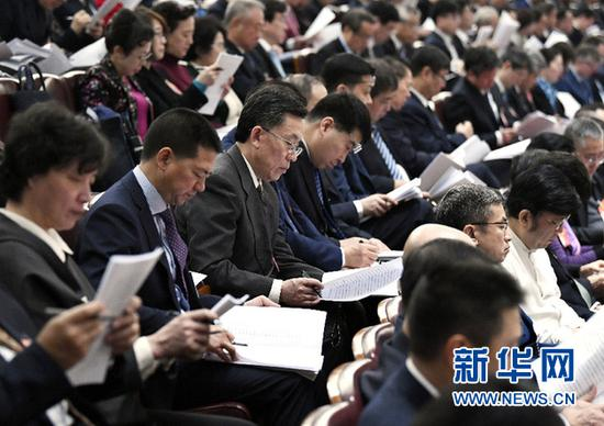 3月5日,第十三届全国人民代表大会第二次会议在北京人民大会堂开幕。全国政协委员列席大会。新华社记者 高洁 摄