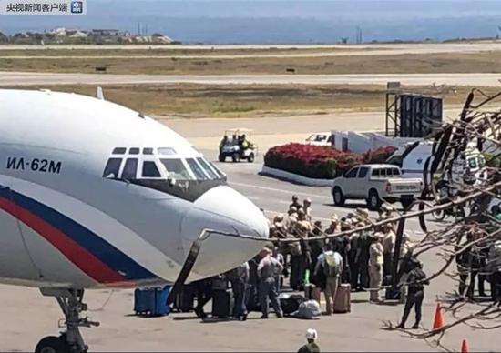 """俄军机降落委内瑞拉 又一""""古巴导弹"""