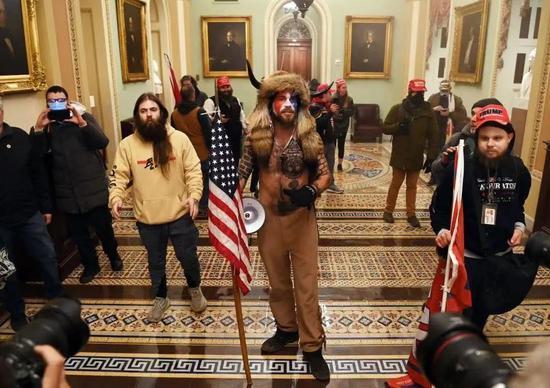 特朗普支持者冲进国会