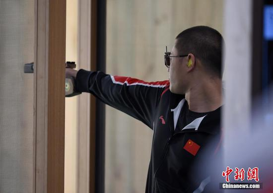 图为中国八一射击队选手姚兆楠在比赛中。 中新社记者 侯宇 摄