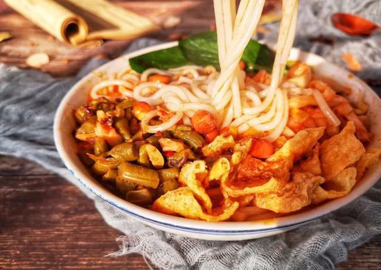 """螺蛳粉是怎样成为""""宅家食物第一名""""的"""