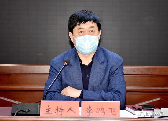 5月12日,李鹏飞主持召开舒兰市委2020年第16次常委(扩大)会议暨疫情防控工作领导小组第二十六次会议。图源:舒兰发布