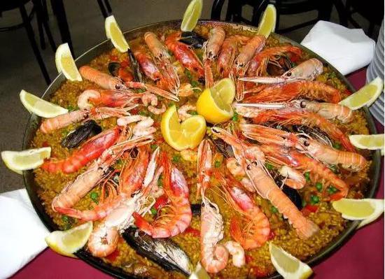 西班牙海鲜饭 (图片来源:维基百科)