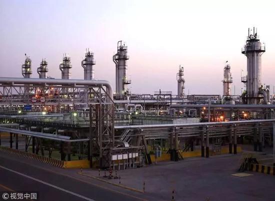 沙特阿美石油公司的炼油厂 图源:视觉中国