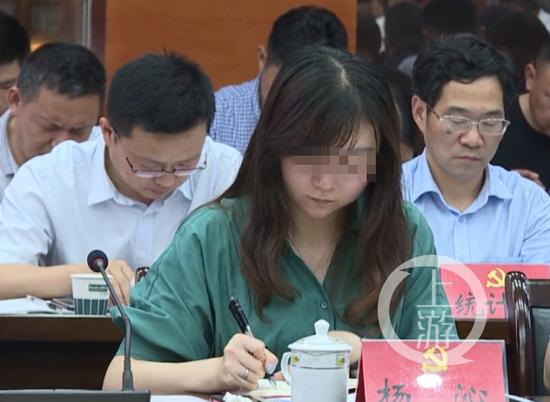 ▲九江银行湖口支行行长杨沁,29岁挂职副县长。微博截图