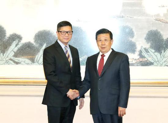 公安部部长赵克志会见香港警务处处长邓炳强(图)