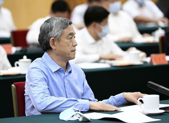 薛澜在座谈会上发言。新华社记者 殷博古 摄