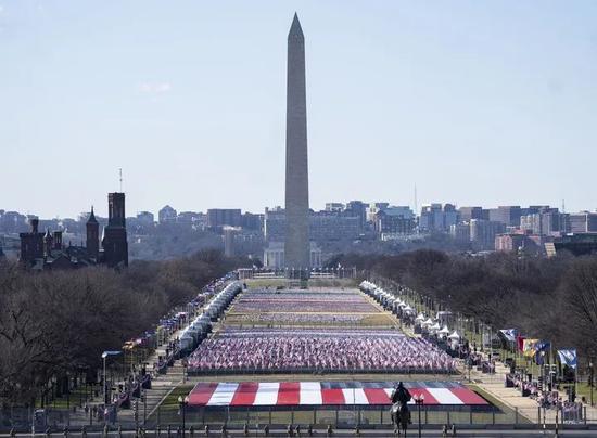 这是1月19日在美国华盛顿拍摄的华盛顿纪念碑和国家广场。新华社记者刘杰摄