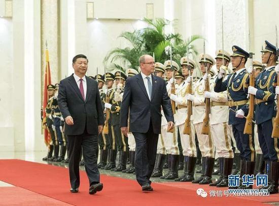2018年9月7日,国家主席习近平在北京人民大会堂同摩纳哥元首阿尔贝二世亲王举行会谈。这是会谈?#22467;?#20064;近平在人民大会堂北大厅为阿尔贝二世举行欢迎仪式。