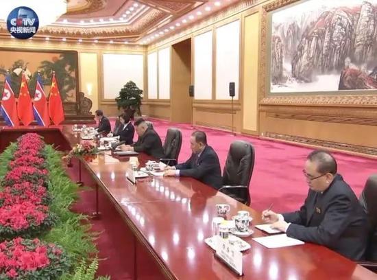 △李洙墉(右一)、金英哲(右二)、李勇浩(左一)