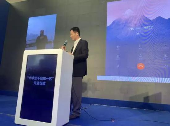 △上海市副市长吴清拨通首个5G手机通话。