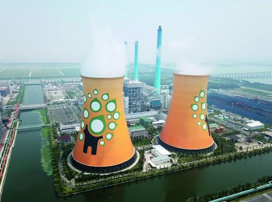 浙能绍兴滨海热电有限公司对集聚区内企业进行集中供电供热。图/新华