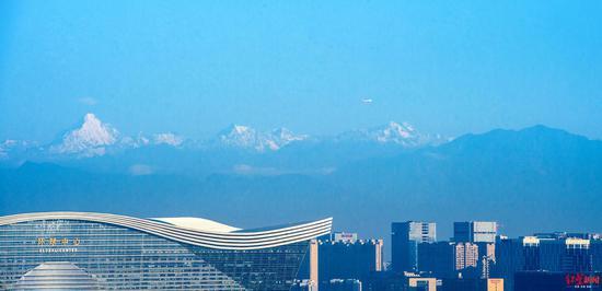 ↑风清气朗时可以远眺雪山