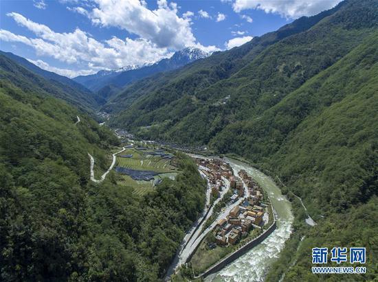 4月11日无人机拍摄的云南省贡山县独龙江乡新貌。 新华社记者 江文耀 摄