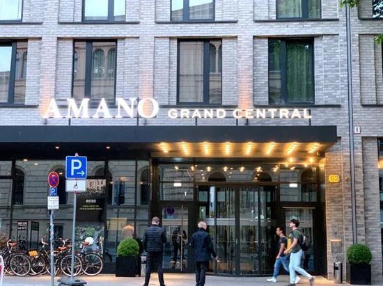 5月27日,德国柏林火车总站外一家恢复营业的酒店。中新社记者 彭大伟 摄