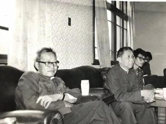 张斌先生和著名语言学家朱德熙在一起