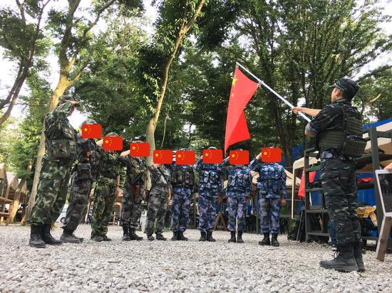 多名日本民众穿中国军装扮演解放军 网友:精中?