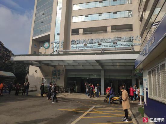 ↑17日晚,熊师傅被转院至华西医院急诊科