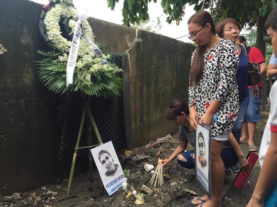 菲律宾民多悼念桑托斯(来源:菲律宾星报网)