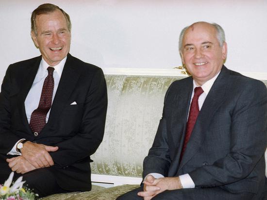 1991年,两人在苏联驻西班牙使馆内会面。(图:美联)