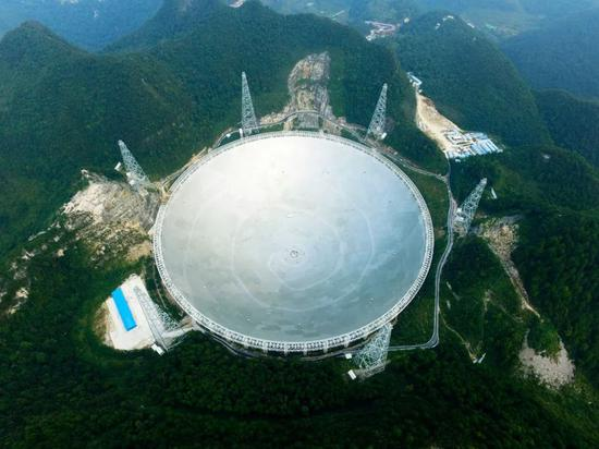 ▲在贵州黔南州平塘县克度镇大山深处的世界最大单口径射电看远镜 图据东方ic