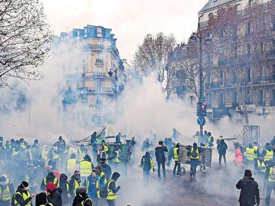 """法国""""黄背心""""抗议运动(法新社)"""