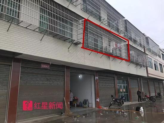 ▲吴家东安垸村公路边的三层楼房,事发于二楼卧室。