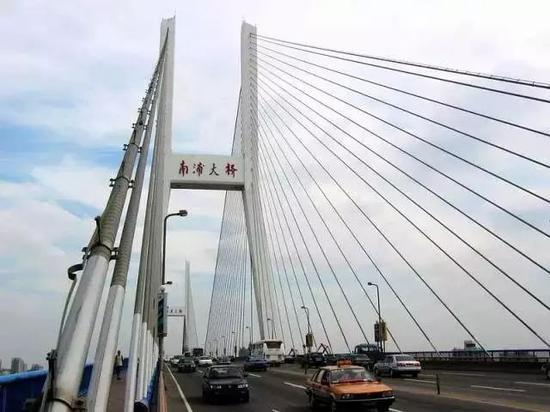 1991年12月1日黄浦江上的第二座大桥南浦大桥通车