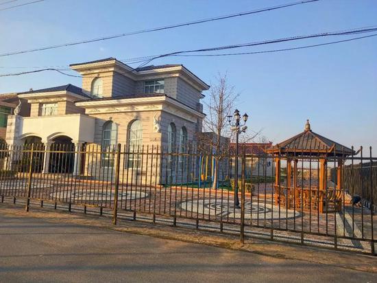 束昱辉家的别墅。摄影:李秀芝