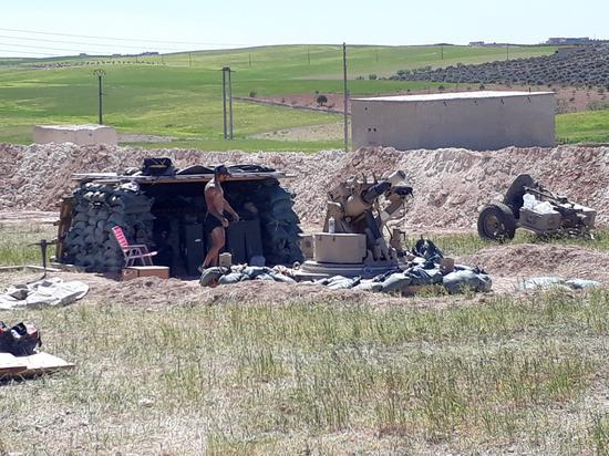 美军在曼比季基地内的迫击炮体系图源:推特账号@StrategicNews1
