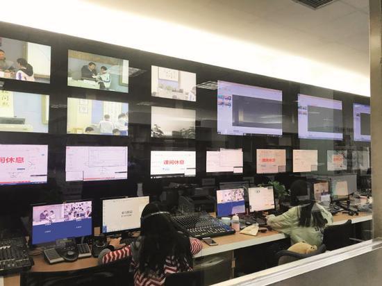 2018年11月5日,四川省成都市,东方闻道公司位于成都七中的导播中间,负责向200众所私塾传输信号。