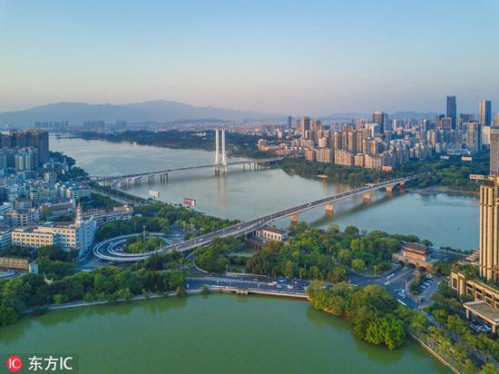 惠州东江上的合生大桥与惠州大桥。图片来源:东方IC
