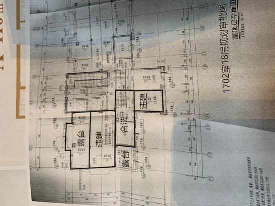 """吴军调出了原始图纸,自己标出了""""违建""""区域。"""