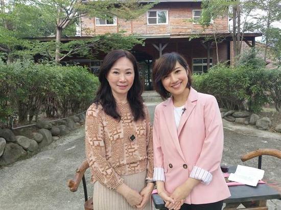 李佳芬(左)日前接受专访。(图片取自台媒)
