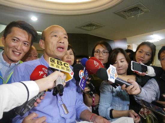在此之前,韩国瑜因为参选表态问题频频遭到民进党攻击(图片来源:东方IC)