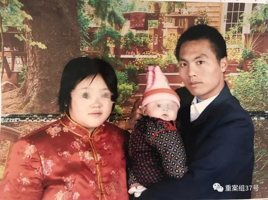 ▲陈建利与妻儿。受访者供图