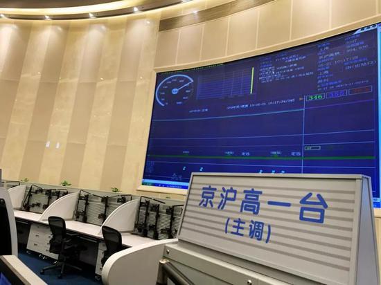 图为时速 346 公里的京沪高铁列车(央广记者唐子文拍摄于中国铁路上海局调度指挥中心)