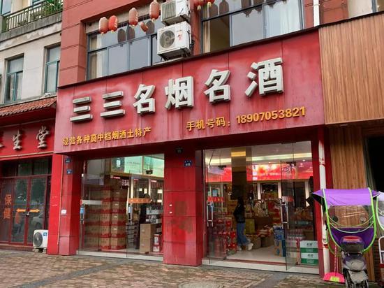 男子被砍死的烟酒店位于丰城市政府附近的闹市区