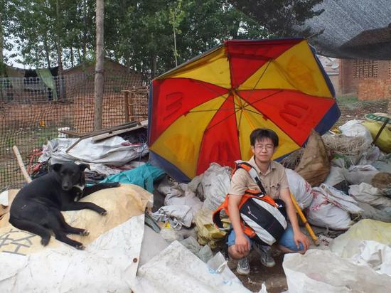 2011年毛达去河北文安县考察废塑料回收处理的环境问题。受访者供图