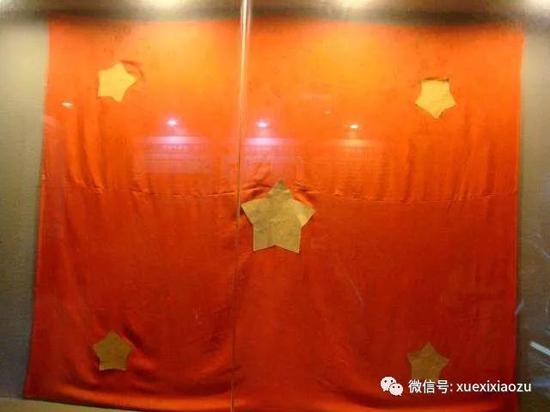 重庆共产党人凭借想象亲手制作了一面五星红旗