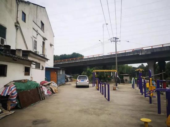 垮桥附近的小区:西浜小区。 摄影/本刊记者隗延章