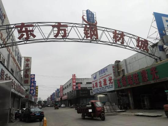 东方钢材城内景。摄影/本刊记者董洁旭