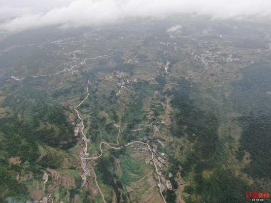 普應山上的铁桥村。
