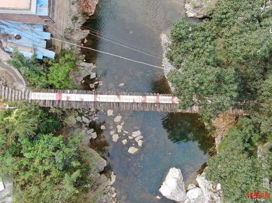 200多年历史的铁索桥。