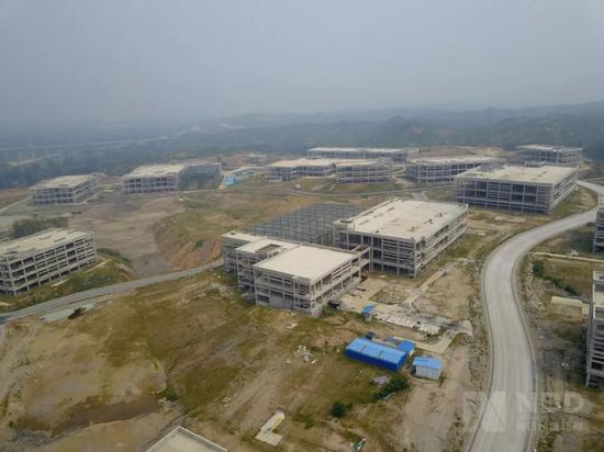 通天河未名生物经济产业园已经停工的厂房 图片来源:每经记者 滑昂 摄